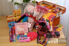 Operation Christmas Child: Life-Changing Shoebox Ideas for a Girl Diy Christmas Presents, Christmas Gift Box, Christmas 2014, Xmas Gifts, Kids Christmas, Christmas Crafts, Christmas Child Shoebox Ideas, Operation Christmas Child Shoebox, Shoe Box Appeal