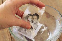 Aprende a transferir imágenes con esta sencilla - Imágenes impresas con impresora láser. - Cinta de embalaje transparente. - Tijeras. - Un recipiente con agua. - Adhesivo en spray. Pégala cuidadosamente la cinta de embalaje sobre el papel, de modo que no se formen burbujas o arrugas. Presiona el mango de las tijeras o de cualquier objeto duro sobre la cinta. La idea es conseguir que la cinta se adhiera muy bien al papel que tiene la imagen impresa.