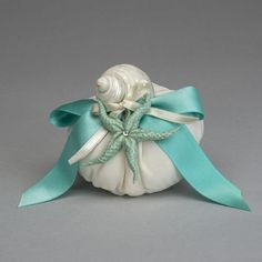 Stella in Ceramica di Capodimonte su base in seta e conchiglie in madreperla