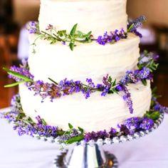 Love Wedding Themes, Wedding Color Schemes, Wedding Colors, Purple Wedding, Gold Wedding, Dream Wedding, Lavender Weddings, Simple Weddings, Fruit Wedding Cake