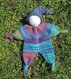 """kostenfreie Ravelry-Anleitungen: Knubbelchen und Baby Converse - Today I am showing 2 free knitting instructions from """"Kleinkram"""" that I discovered at Ravelry. Knubbelchen This little doll has already Knitting Patterns Boys, Knitted Doll Patterns, Knitted Dolls, Baby Patterns, Free Knitting, Crochet Toys, Knitting Projects, Crochet Baby, Crochet Projects"""