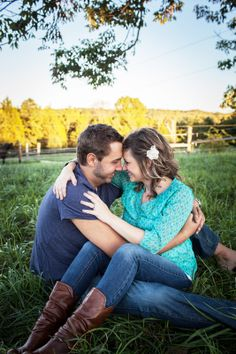 Like this couple pose and have the kids playing around us.