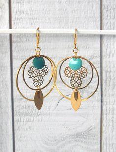 Créole doré, sequin émaillé turquoise et estampe : Boucles d'oreille par o-bijoux