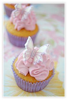 Mini cupcakes de violeta con mariposas metálicas y el resultado del sorteo!!!!!