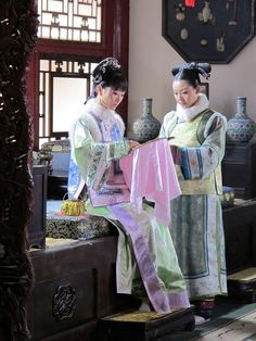 Legend of Zhen Huan(Empresses In The Palace,甄嬛传). Oriental Fashion, Asian Fashion, Asian Style, Chinese Style, Traditional Chinese, Traditional Outfits, Empresses In The Palace, Japanese Costume, Chinese Clothing