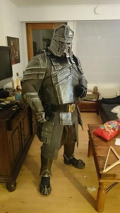 Re: The Hobbit - Erebor Dwarf Armour - Weapons - WIP cool best to take your time with projects like that anyway I do the same when I can. Dwarven Armor, Medieval Armor, Medieval Fantasy, Hobbit Cosplay, Cosplay Armor, Larp, Fantasy Dwarf, Fantasy Armor, Dwarf Costume