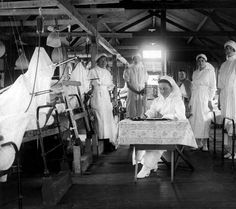 Some of the very brave nurses at the front in the First World War. Nursing staff on their ward at a front-line hospital. Vintage Nurse, Vintage Medical, World War One, First World, Transformers, Casualties Of War, Ww1 Soldiers, Nurse Life, Women In History