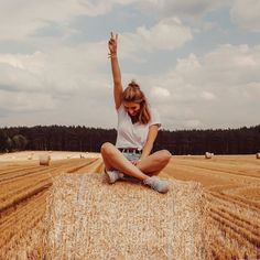 "LOUISA | Fashion & Travel on Instagram: ""Happy Sunday 🧡"" Instagram photos Instagram theme Instagram ideas Instagram inspiration Instagram bilder ideen Instagram bilder ideen sommer Instagram bilder ideen outfit Instagram bilder ideen natur Instagram bilder ideen einfach Instagram bilder ideen wald"