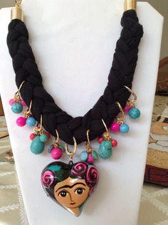 Collar de Frida Kahlo en trapillo