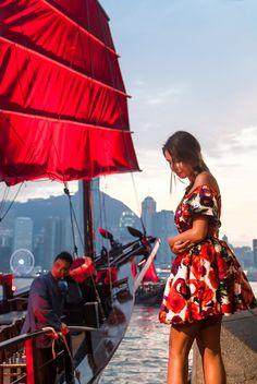 Sailing Aqua Luna junk boat in Hong Kong