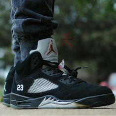 Air Jordan 5 Black Metallic My favorite Jordan 5, Jordan Shoes, King Fashion, Shoe Game, Trainers, Air Jordans, Baskets, Kicks, Swag