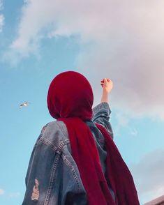 Hijabi Girl, Girl Hijab, Stylish Girls Photos, Stylish Girl Pic, Cartoon Girl Images, Girl Cartoon, Girl Photo Poses, Girl Photography Poses, Hijab Hipster