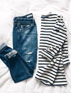 Je kunt nooit genoeg gestreepte items hebben #mode #inspiratie #stripes #fashion #distressed #jeans #stripedshirt