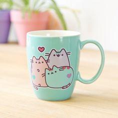 Pusheen X 3 on mug. Kawaii so cute! Gato Pusheen, Pusheen Plush, Pusheen Cute, Pusheen Shop, Pusheen Stuff, Cute Coffee Mugs, Tea Mugs, Coffee Cups, Café Chocolate