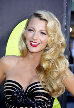 Profashion Professional Flat Iron Can-Do! Blake Lively-Reynolds Old Hollywood curls Pretty Hairstyles, Wedding Hairstyles, Hollywood Curls, Hollywood Glamour, Nate Archibald, Chuck Bass, Blair Waldorf, Prom Hair, Homecoming Hair