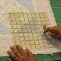 You searched for how to square up a quilt - Crafty Gemini Quilting 101, Quilting Tools, Quilting Tutorials, Hand Quilting, Machine Quilting, Quilting Projects, Quilting Designs, Sewing Projects, Quilting Ideas