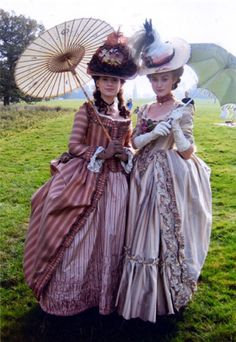 Incredibly story of the Duchess of Devonshire. Michael O'Connor costumes for The Duchess 18th Century Dress, 18th Century Costume, 18th Century Clothing, 18th Century Fashion, Vintage Outfits, Vintage Dresses, Vintage Fashion, Period Costumes, Movie Costumes