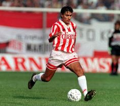 Καραπιάλης Βασίλης. Λάρισα. (1965).Μέσος. Από το 1991-2000. (229 συμμετοχές 61 goals ).