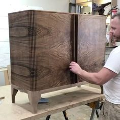 """346 Gostos, 8 Comentários - Woodworking (@woodworking._.lover) no Instagram: """"I could watch this all day Video by @poritzandstudio #woodworkersofig #woodworkingproject…"""""""