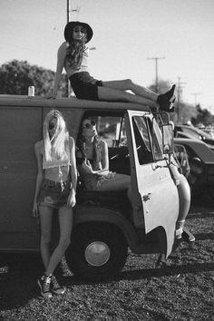 Festival - girls - bohemian - lifestyle - fashion