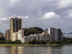 https://flic.kr/p/UTH541 | Enquanto isso, na Viúva... | Morro da Viúva com a Baía da Guanabara.  Rio de Janeiro, Brasil. Tenha um ótimo dia! :-)  ____________________________________________  Meanwhile, in the Widow...  Widow Hill and Guanabara Bay.  Rio de Janeiro, Brazil. Have a great day! :-)  ____________________________________________  Buy my photos at / Compre minhas fotos na Getty Images  To direct contact me / Para me contactar diretamente: lmsmartins@msn.com