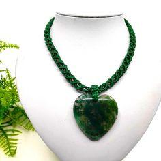 Sötétzöld makramé nyaklánc, szív alakú mohaachát kővel | DombiAnita Ékszerek