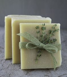 The Nerdy Farm Wife shares her recipe for Thyme & Witch Hazel Facial Bars from her new book, 101 Easy Homemade Products for your Skin, Health and Home. Made with thyme infused water, tamanu oil and witch hazel, they are great for delicate facial skin! Homemade Soap Recipes, Homemade Products, Homemade Scrub, Homemade Cards, Facial Bar, Natural Facial, Honey Facial, Natural Soaps, Diy Beauté