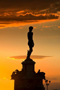 I think Michelangelo would have been very happy with this image! --Pia (piazzale >Michelangelo - Florence , province of Florence , Tuscany region Italy) Florence Tuscany, Tuscany Italy, Monuments, Beautiful World, Beautiful Places, Toscana Italia, Michelangelo, Italy Travel, Places To See