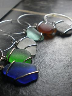 Seaglass wine charms from 'etsy'. Favor concept