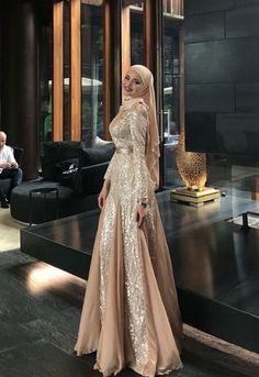 Modest Fashion Hijab, Abaya Fashion, Skirt Fashion, Fashion Outfits, Islamic Fashion, Muslim Fashion, Dress Muslim Modern, Modest Dresses, Bridesmaid Dresses