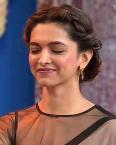 Bollywood Actress Deepika Padukone Antic Pictures and Photos Deepika Padukone Saree, Deepika Ranveer, Deepika Padukone Hairstyles, Ranveer Singh, Beautiful Bollywood Actress, Most Beautiful Indian Actress, Beautiful Actresses, Indian Celebrities, Bollywood Celebrities