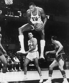 3ea0cf814 Today in Sports History - 1961 - Wilt Chamberlain of the Philadelphia  Warriors scored 78 points against Los Angeles.
