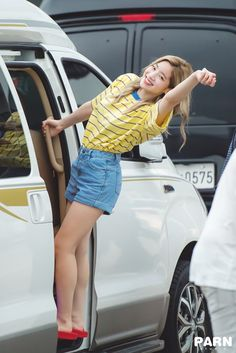 I could never be like this She is so cool man! I love her She is my girl crush* She is my bias!