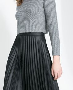 I want a black pleated skirt. NOW