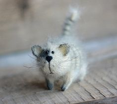 Chat gris peluche chat en peluche animal chaton par OlgaMareeva