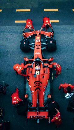 Its hard to overlook Ferrari when they've been on top so long. F1 Wallpaper Hd, Car Wallpapers, F1 Racing, Drag Racing, Wallpper Iphone, Mercedes Benz, Gp F1, Formula 1 Car, Ayrton Senna