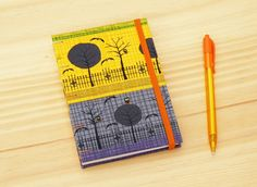 Handmade A6 notebook. Coptic stitch. Halloween pattern fabric  /  Cuaderno artesanal. Costura copta. Patrón con motivos de Halloween