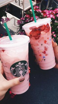 Image about cute in Starbucks by SammieLife on We Heart It - - Image about cute in Starbucks by SammieLife on We Heart It Cute 😉 starbucks and pink image Copo Starbucks, Starbucks Secret Menu Drinks, Pink Starbucks, Starbucks Coffee, Frappuccino, Comida Do Starbucks, Bebidas Do Starbucks, Yummy Drinks, Yummy Food