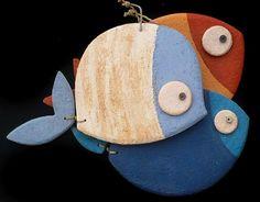Kikilapoule Ceramiche Artistiche Ceramic Fish, Ceramic Animals, Fish Sculpture, Pottery Sculpture, Creta, Slab Pottery, Ceramic Pottery, Hat Decoration, Wooden Fish