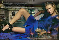 """Alice in Wonderland"" - Editorial da Vogue de 2003.  Fotógrafa: Annie Leibovitz e Modelo: Natalia Vodianova"
