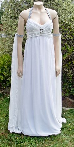 Kahleesi Daenerys Wedding Dress - I have this dress in grey, could totally do this!