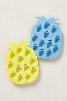 glamourita summer must haves for entertaining, anthropologie pineapple ice trays! Ice Cube Trays, Ice Tray, Ice Cubes, Estilo Tropical, Ice Molds, Ice Ice Baby, Oui Oui, Artisanal, Kitchen Gadgets