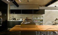 Cozinha projetada pelo arquiteto Diego Revollo