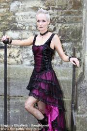 Velika AUBERGINE ruban de satin Fishtail Laceup Dress par Sinister