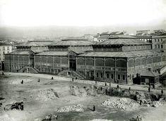 El tercer tramo, entre las plazas de Callao y de España, fue construido entre 1925 y 1931, aunque algunos edificios no se concluirían hasta después de la Guerra Civil. Se denominó calle Eduardo Dato.  Desapareció el antiguo mercado de los Mostenses (ahora hay uno nuevo cercano al lugar). Se alzaba en parte del actual edificio de Gran Vía, 74, donde estuvo el cine Azul.