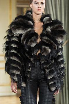 Farhad Re Haute Couture Fall 2019 details Catwalk Fashion, Fur Fashion, Couture Fashion, Fashion Show, Womens Fashion, Rock Fashion, Chinchilla Fur Coat, Pretty Makeup Looks, Fabulous Furs