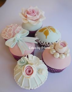 Vintage cupcakes and Hello Kitty Cupcakes. Cotton And Crumbs, Hello Kitty Cupcakes, Fun Cupcakes, Vintage, Fondant, Biscuits, Victorian, Baking, Desserts