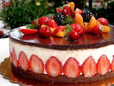 """O """"La Fraisier""""é um bolo tradicional da cozinha francesa, Éuma sobremesa sofisticada.   Ingredientes para o """"biscuit"""":   5 ovos   100g..."""