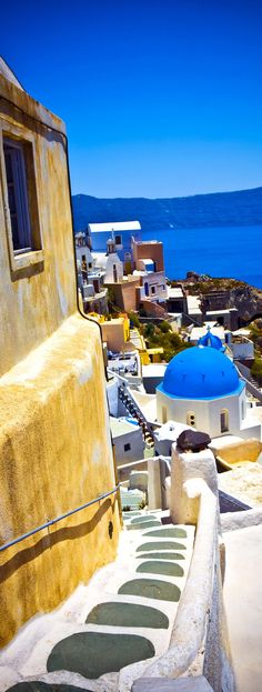 Typical and amazing colorful street in Oia city, Santorini, Greece    |    10 Breathtaking Photos of World's Most Romantic Island