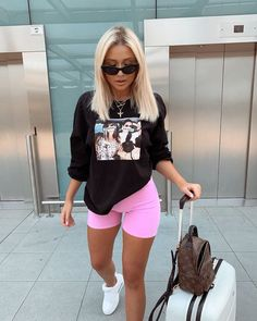 Bike Shorts Outfit Tips #bikeshorts #shorts #shortoutfit #fashionactivation #womanfashion #fashionnews Cute Comfy Outfits, Chill Outfits, Sporty Outfits, Mode Outfits, Stylish Outfits, Fashion Outfits, Summer Shorts Outfits, Cute Everyday Outfits, Comfy Travel Outfit